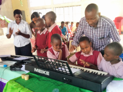 Kids learning to play the keyboard
